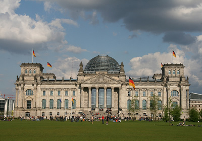 Visit the dome of the Reichstag Foster